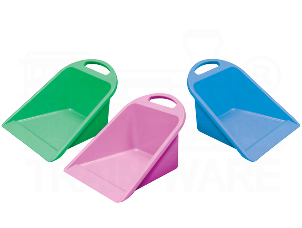 Plastic dustpan with handle